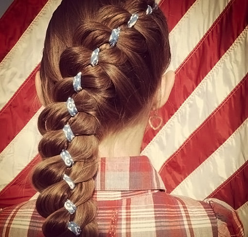 Праздничная коса с лентой