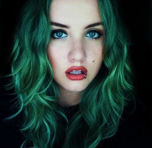 Темно-зеленые