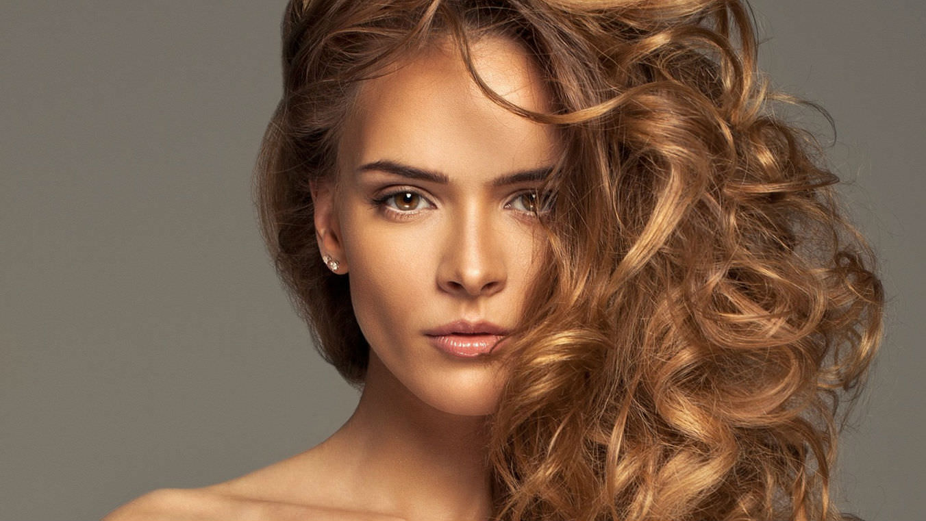 Покраска волос в цвет карамель